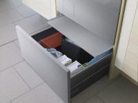 HPS532S Hidden Helpers™ - ящик-підставка для миючих засобів з висувною полицею (колір - нержавіюча сталь)